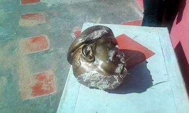 Decapitado busto de Hugo Chávez en Guárico. Septiembre 2015