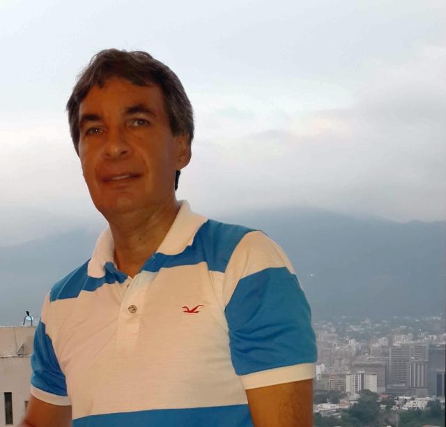 """Luis Carlos Silva, ingeniero miembro de la directiva nacional del Movimiento """"De Frente con Venezuela"""" y miembro del Comité Editorial de esta publicación."""