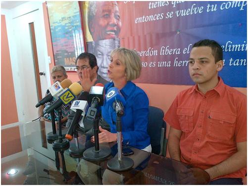 Declaraciones de María Verdeal a la prensa sobre la inacción del CNE ante la arbitrariedad oficial y de la MUD