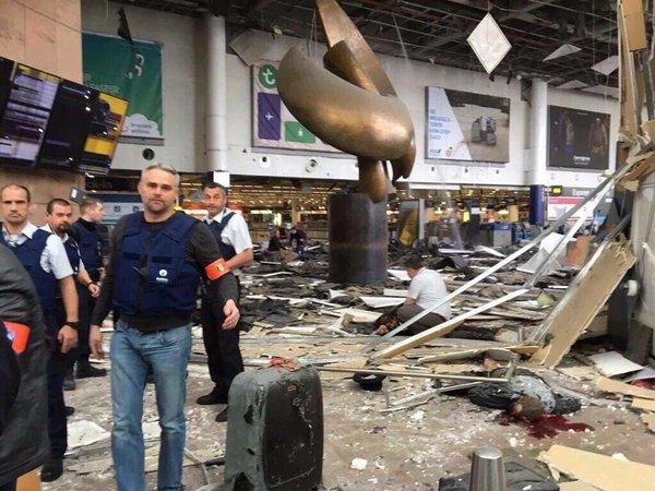 nb. Destrozos en aeropuerto de Bruselas por atentado terrorista de ISIS