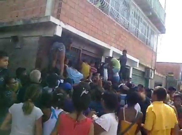 xaf. Saqueada bodega en Santa Teresa del Tuy. 21-5-2016