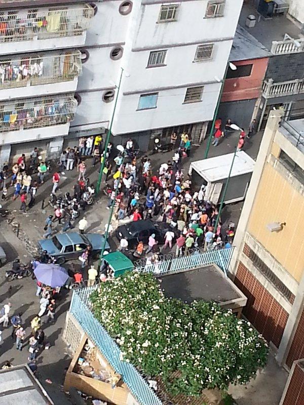 xag. Saqueo de camión en Catia. Caracas. 21-5-2016