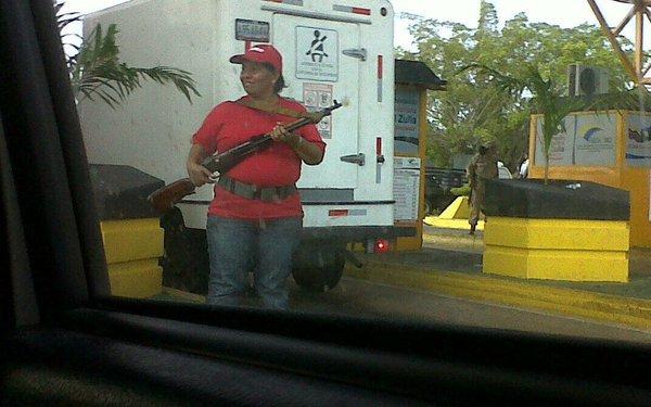 xbg. Civiles armados por el Gobierno de Maduro. Inconstitucional