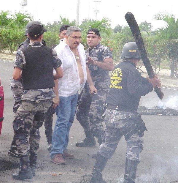 xbh. Barinas. Agresión policial a un civil tranquilo y desarmado. 12-5-2016